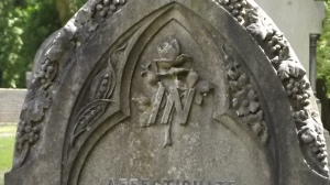 Dealing, not bouncing: headstone detail, Wolves